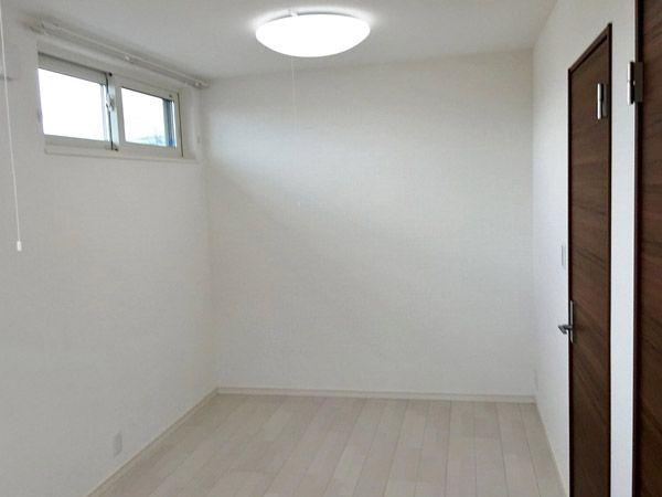 子供部屋は将来2つに区切れるようにしました。お子様の小さいうちはここで自由に広々と空間を使うことができます。