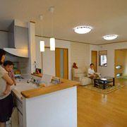 LDK、和室、土間全てが見渡せる対面キッチン