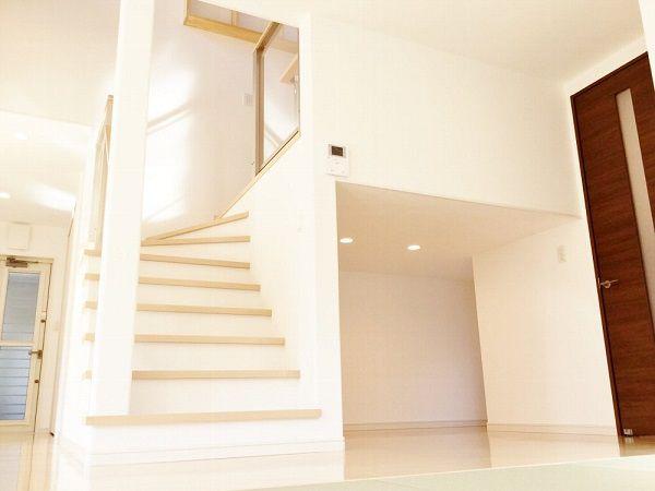 階段下は、kidukiペース。お子様が毎日楽しそうに遊んでいるのが想像できます。将来的には収納にできます。