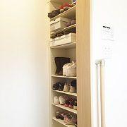 ご家族が多いと玄関に靴がたくさん並びます。お子様が自分で靴を片付けられるようオープンなシューズ・イン・クローゼットを設計。更に玄関ホールには別にシューズクローゼットを設計しました。女性が多いO様ご一家、今後の靴収納問題対策は万全です。