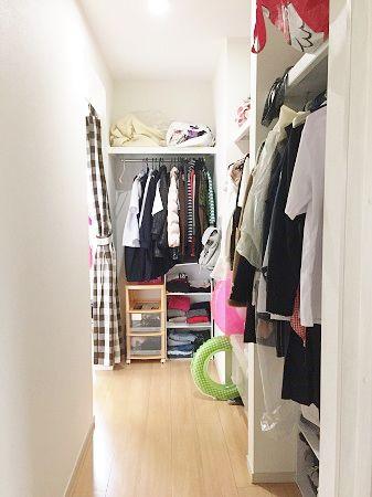 それぞれに部屋を作ってあげたいというご主人様のご要望がセンタークローゼットというカタチになりました。1男3女のO様家、女の子3人はこのセンタークローゼットを通ってそれぞれの部屋へと入ります。姉妹の収納スペースを共有することでお洋服の貸し借りや片付け方などもまねできる優れものです!