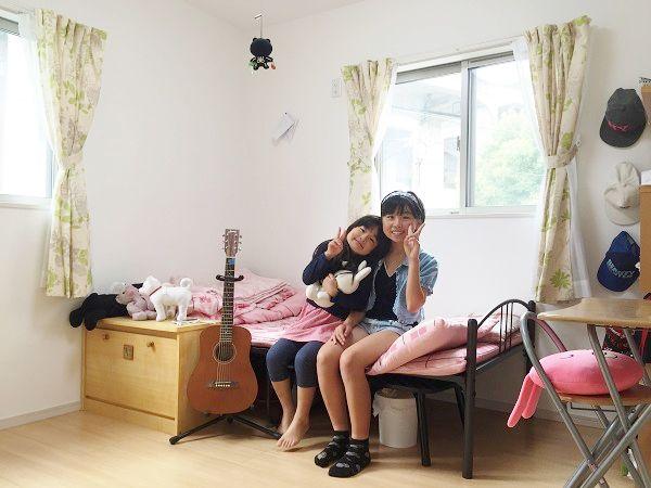 1男3女のO様家、姉妹の収納スペースを共有することでお洋服の貸し借りや片付け方などもまねできる優れものです!