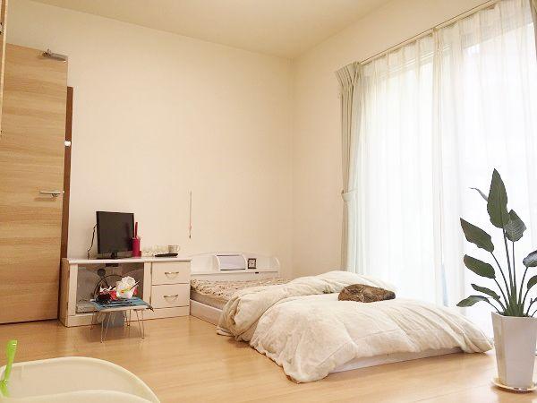 LDKに隣接しているお母様の主寝室。3枚の引き戸でLDKと仕切ることもでき、玄関からLDKを通らずお部屋へ行くこともできるWアクセス!玄関、水回りにも近い特等席です!