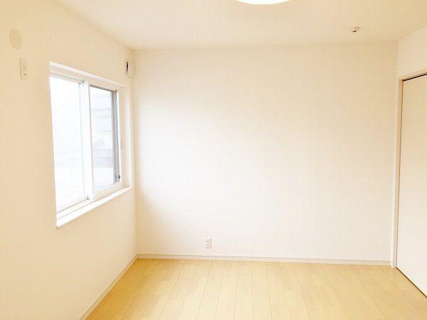 寝室も他の部屋と合わせてシンプルなデザインにしました。