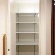 玄関にはベビーカーもしまえる収納を。いつでもすっきりとした玄関になります。