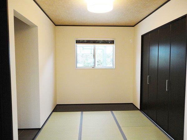 LDKとつながる和室は家族の気配を感じられます。