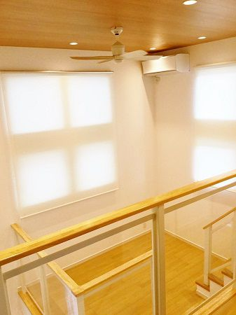 2階の廊下から見たKidukiステージ。 広くて開放的な吹抜空間となっています。