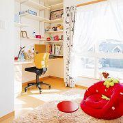 作りつけの机と本棚。 娘さんがずっと勉強していたくなる子ども部屋に仕上がりました。