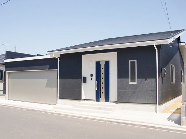 将来を見越しての平屋建て。ビルトインガレージに中庭とこだわり満載。