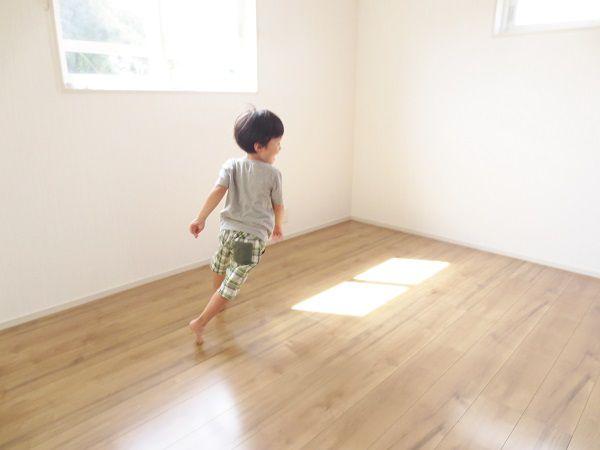 今はまだまだ小さい2人のこども達。兄妹仲良く同じ大きさのお部屋ができました。これからの成長が楽しみです。