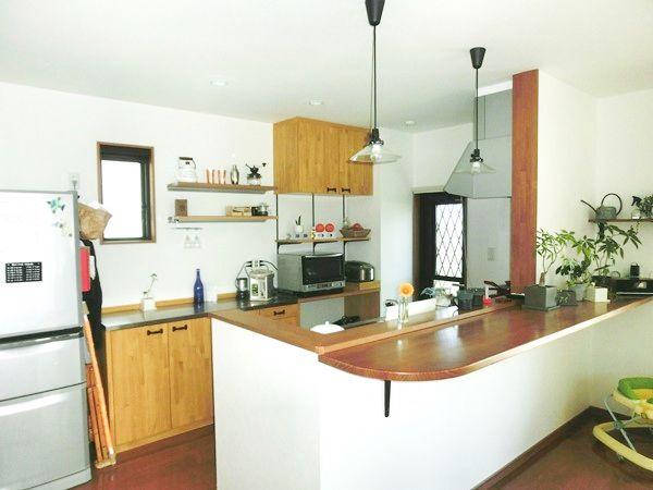 奥様が使いやすいように計算されたキッチンスペース。 見た目の良さだけじゃなく、動線もバッチリです。
