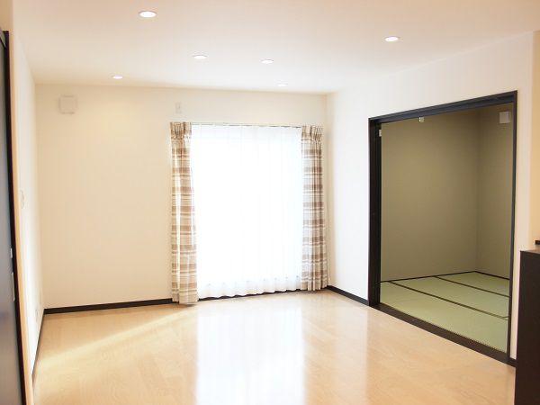 和室と合わせてリビングとして広く使えます