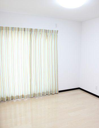 二つある子供部屋は、それぞれオシャレなカーテンを選び、5.4帖あり広々です。