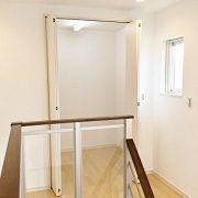 2階には広い納戸を設けました。ひな人形、扇風機、こたつ机などの季節ものをしまって置くのにも便利ですよね。