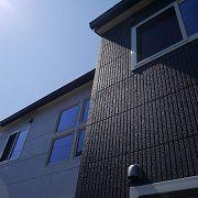 ALC外壁材はフラットパネルとラインパネルを使用しています。