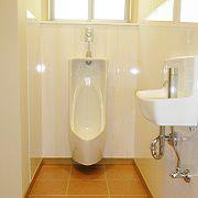 男性用トイレは、掃除がしやすいようホーローです。