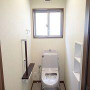 ゆったりと静かな時を過ごせる落ち着けるトイレ。快適さと、安心できる空間を形に、広い間口のドアになりました。