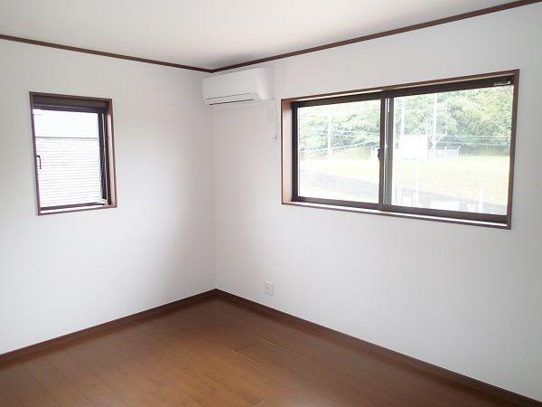 寝室同様子供室も落ち着いたカラーで揃えました。お子様たちの成長を優しく見守ってくれます。