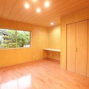 ご夫婦それぞれがこだわったお部屋です。桜と杉のフローリングでお部屋の表情が変わります。