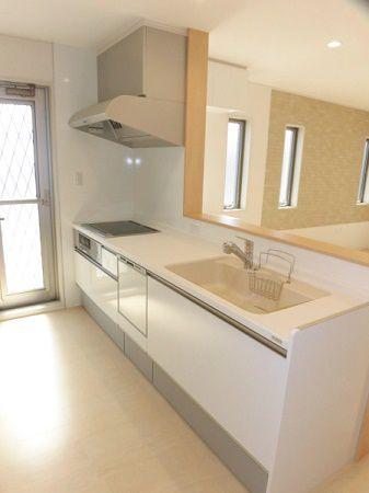 シンクも調理台も広くて使いやすいです。目地がなくてフラットなので汚れがたまりにくく、いつまでも清潔に使えそうです。