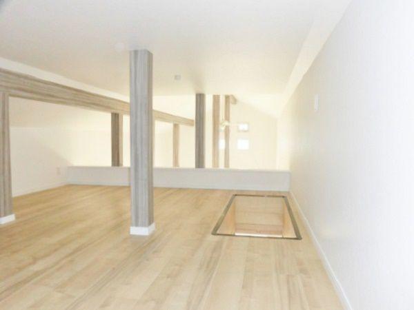 屋根裏にロフト12帖を造りました。リビングを見下ろせるこの空間は、階段ばしごで昇れます。お子様の好奇心をくすぐり、伸びやかな成長をお手伝いすることでしょう!