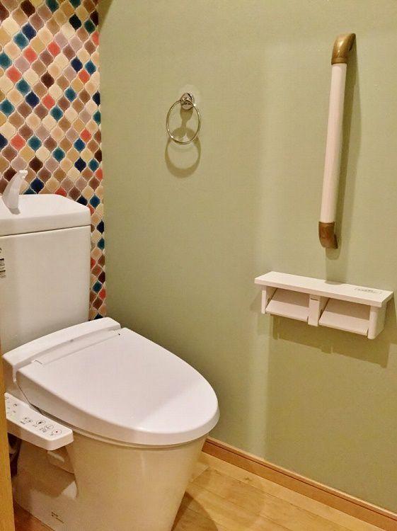2階のトイレには遊び心がある空間に。 北欧×グリーン×木目がマッチしています。