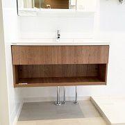 洗面台はシンプルでデザイン性のあるものを設置しました。