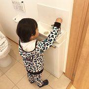 お掃除を一番に考えられる奥さんはトイレの後ろで手を洗うと子供さんが水を散らしてしまうかも・・・と手洗いをつけました。子供さんが使いやすい位置にしています。