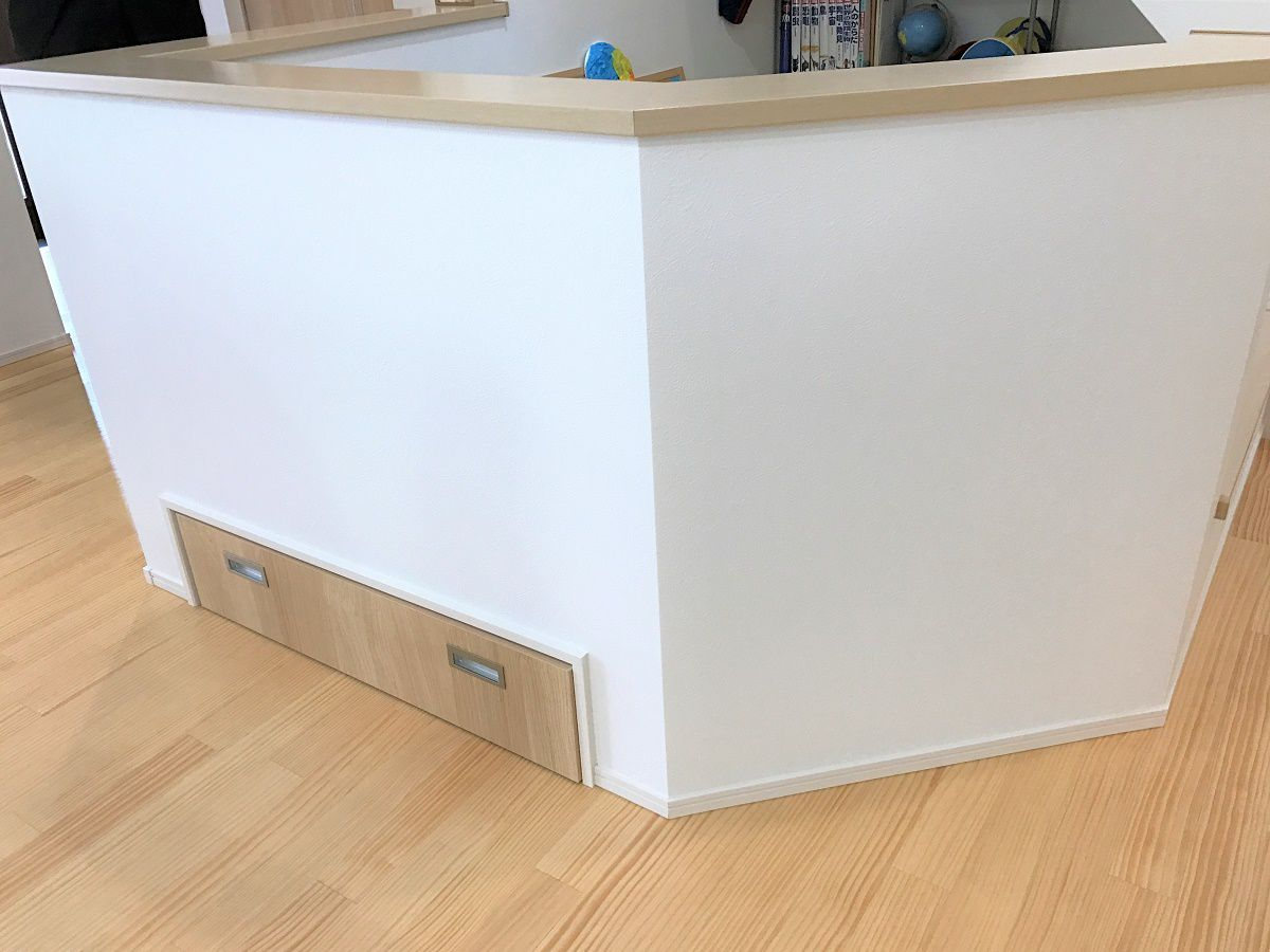 畳コーナーのしたは引き出しを設置し、収納スペースとしても活用できます
