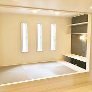 リビング隣には小上がりの和室を設けました。畳の色はお部屋のクロスとマッチしていてとてもお洒落でモダンな和室になりました。