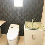 トイレも広くゆったり。手洗は造作です。一般のご家庭のトイレとは思えない空間になりました。