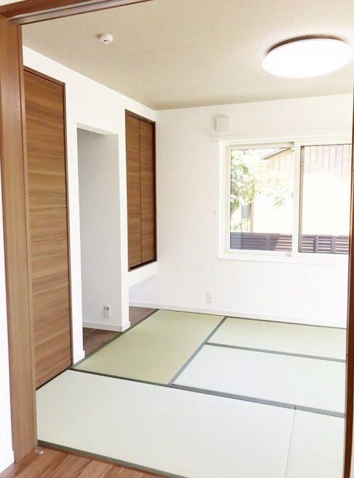 客間としても使いやすい和室。押入、床の間、ハンガーパイプ付きのクローゼットがあります。