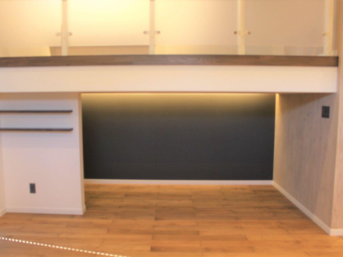 リビングに設けられたお子様スペースはキッチンに立つお母さんからも眺めることが出来るのでお子様を自由に遊ばせることが出来ます。