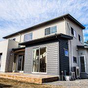 スキップフロアと広々した開放的なLDKが特徴的なお家
