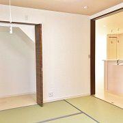 和室はキッチンの横に。赤ちゃんを寝かせていても家事をしながら見守ることができます。