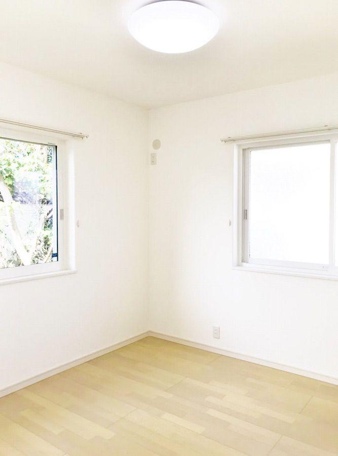 明るい子ども部屋。2部屋あります。収納しっかりと。