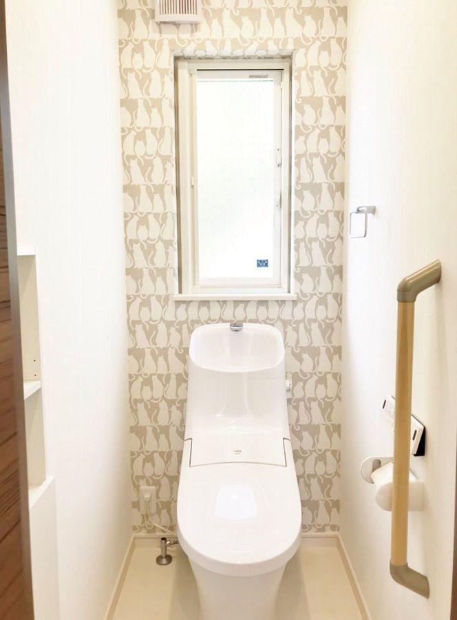 2階のトイレはお子様も喜びそうなネコの柄です。