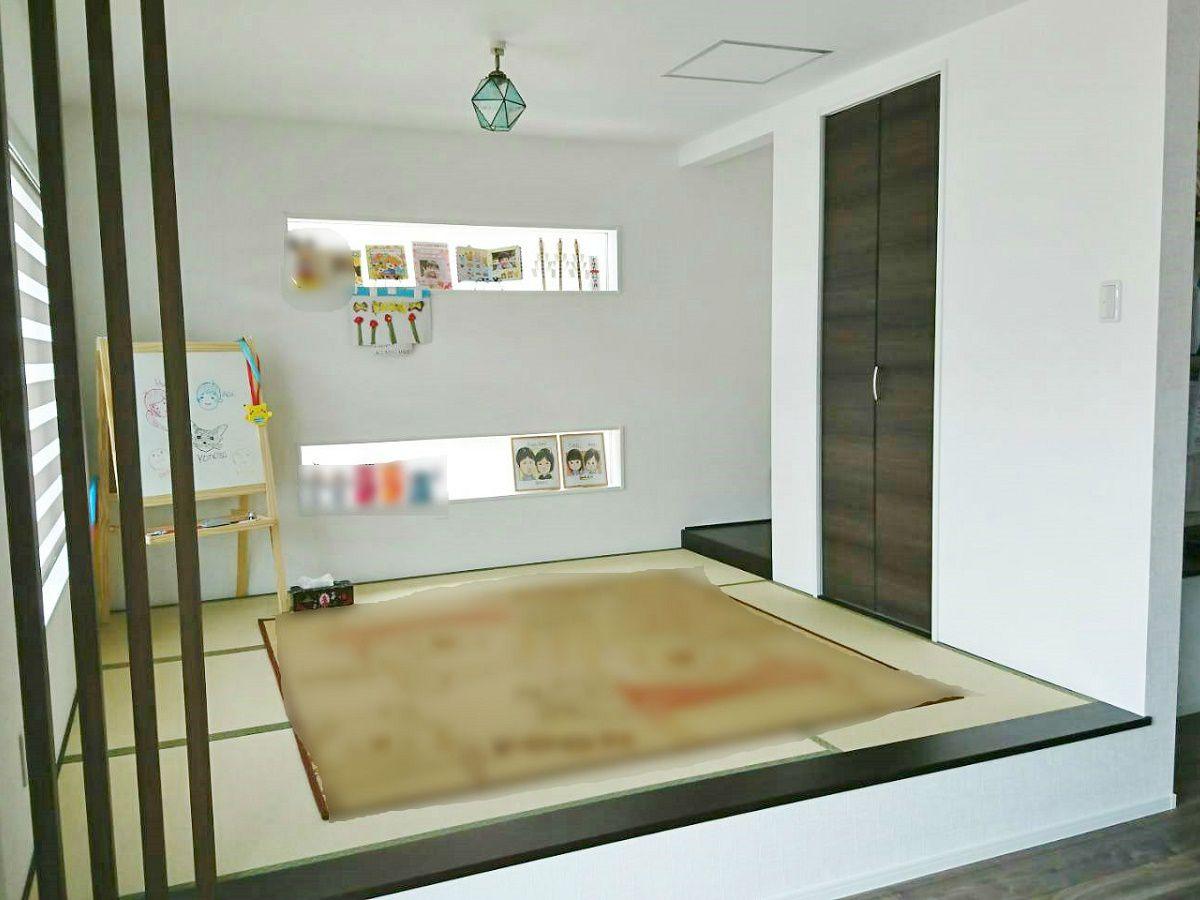 ここでもkidukiと同じように和室は小上り式にしています。只、端の方に濃い茶色の飾り柱を設置して僅かにLDKと空間を分ける工夫もしました。