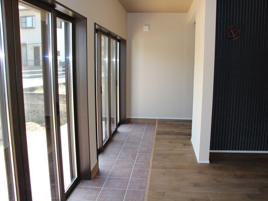 風や光が入り込み、外部とのつながりと直線的な家事動線で効率アップ。