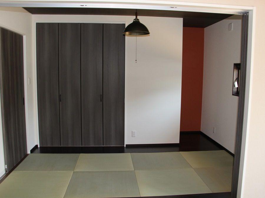 リビングのつづき間として、客間としても利用可能な和室。