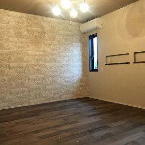 床、クロス、照明と落ち着ける空間づくりが出来ました。アジアンテイストの家具と合わせて安らぎの空間へ。