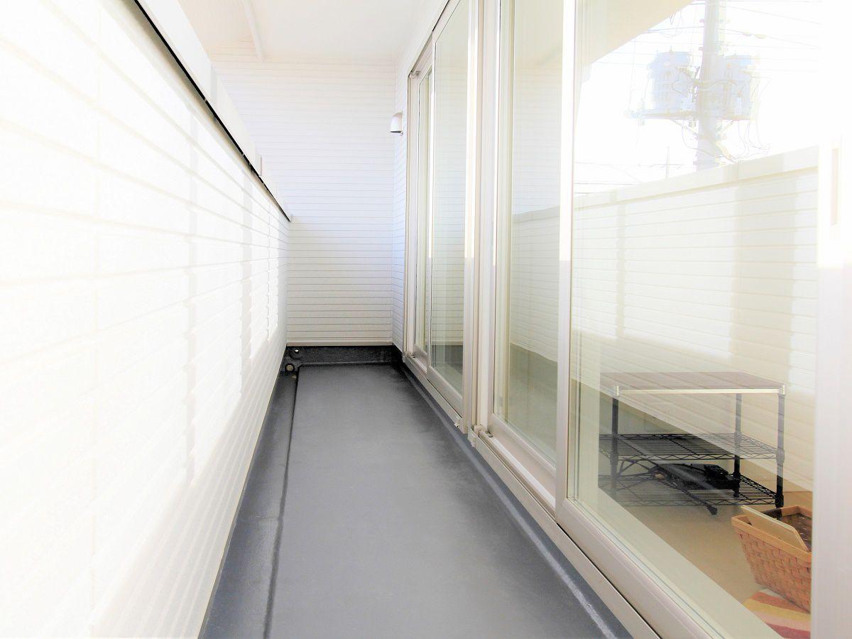 南側の部屋は全て繋がったバルコニー。洗濯物も一辺に干せます。
