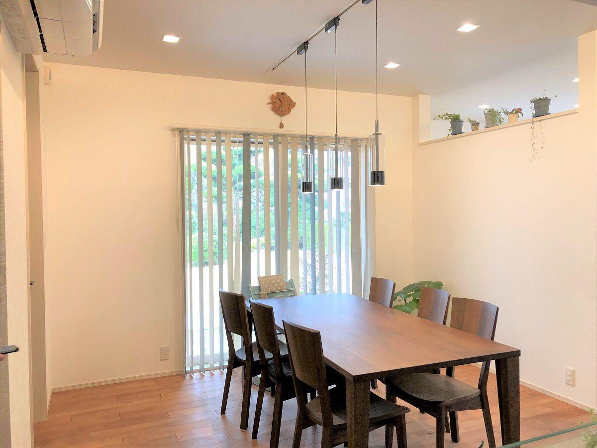 家族とのコミュニケーション重視。ダイニングとリビングをあえて壁で仕切ることによりながらご飯ともさようなら。家族の顔をみながら、楽しく会話が弾みます