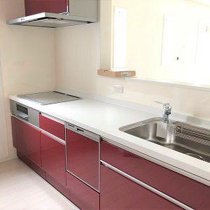 広くて収納も沢山。ビルトイン食洗器の付いたシステムキッチンです。