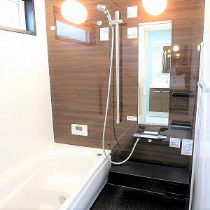 浴室はかっこよくブラックをポイントにもってきました。
