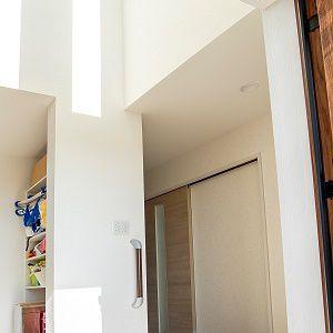 収納力のあるシュークロークとシューズボックスのダブル収納で、乱雑になりがちな玄関周りをすっきりと。