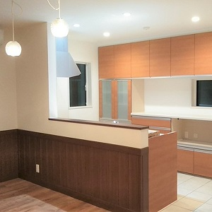 リビング・ダイニングからキッチン手元が見えにくくなっているので使いやすいキッチンになっています。