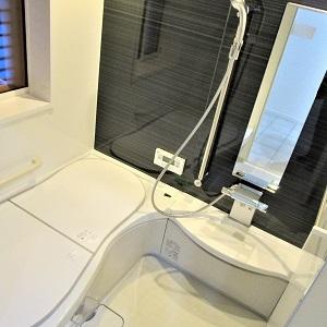 広々としたお風呂が、疲れを癒してくれます。脱衣所も暖かいので、ヒートショックも安心。