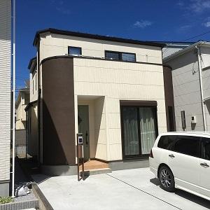 曲線を使用している重厚感のある家