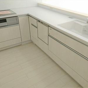 L型のキッチンI型に比べて広く使えます。数人での作業も楽々です。